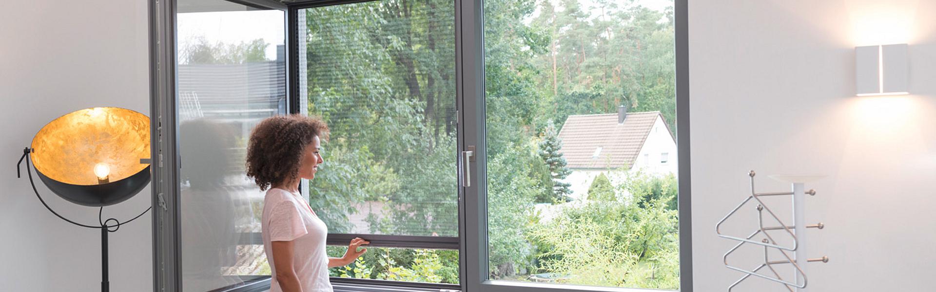 plissee f r fenster flexibler insektenschutz l mmermann. Black Bedroom Furniture Sets. Home Design Ideas